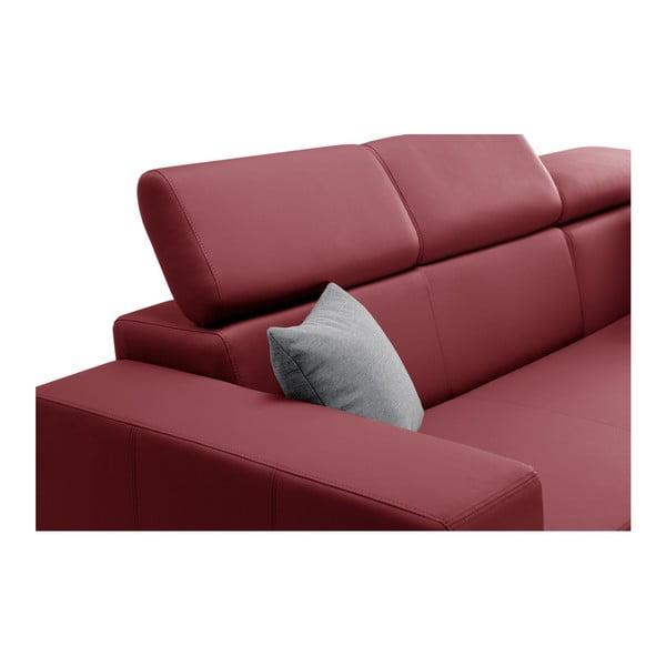 Tresor piros kanapé szürke párnákkal, jobb oldalas - Interieur De Famille Paris