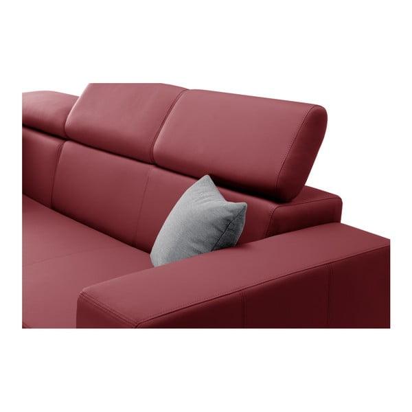 Tresor piros kanapé szürke párnákkal, bal oldalas - Interieur De Famille Paris